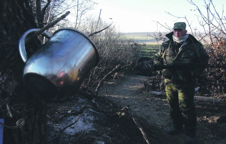 Hübriidsõda: Donetski rahvavabariigi võitleja Novoazovski lähedal.