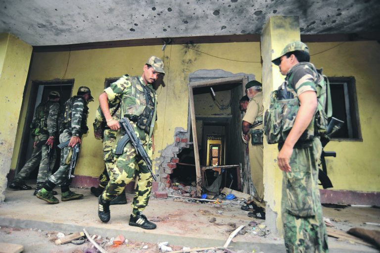 India sõdurid rünnakupaigas.