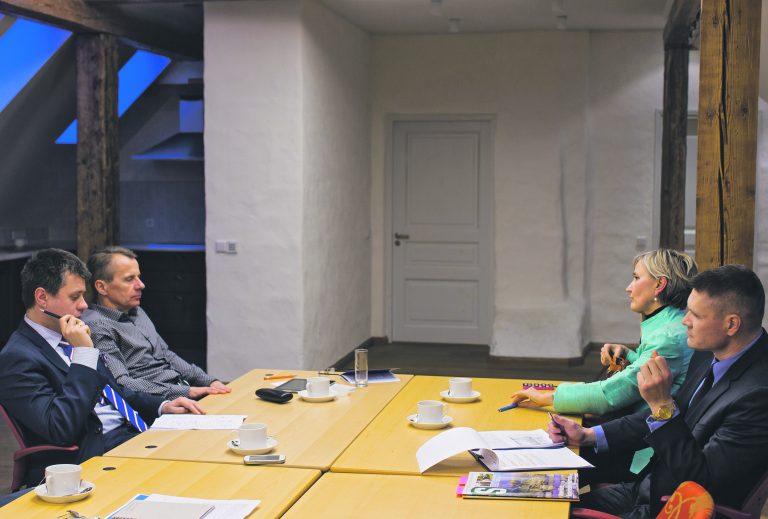 Urmas Reinsalu, Jürgen Ligi, Marianne Mikko ja Rene Toomse Rahvusvahelises Kaitseuuringute Keskuses debatti pidamas.