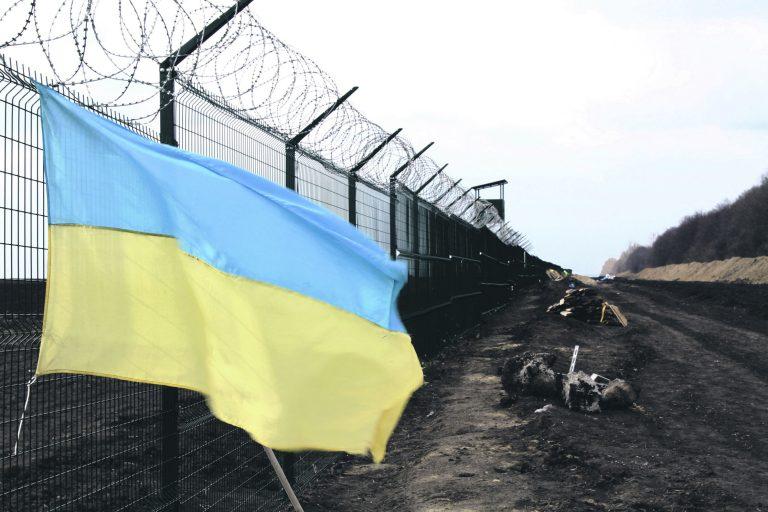 Ukraina lipp lehvimas Ukraina-Vene piiril. Ukraina taotleb ELilt viisavabadust, see aga eeldab oma piiride kontrollimist
