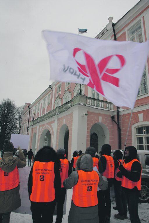 Rahva teadlikkuse kasvust annavad tunnistust ka meeleavaldused AIDSi-haigete toetuseks. Pildil on AIDSi-haigete toetusmeeleavaldus Toompeal 2012. aastal.