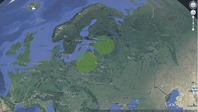 Õhutõrjesüsteemide S-400 tuleulatus kasutades 400-kilomeetrise tabamisraadiusega rakette (valge ring) ja 250-kilomeetrise tabamisraadiusega rakette (viirutatud sõõr) lähtudes Sankt-Peterburgi piirkonnast ning Kaliningradi oblastist.