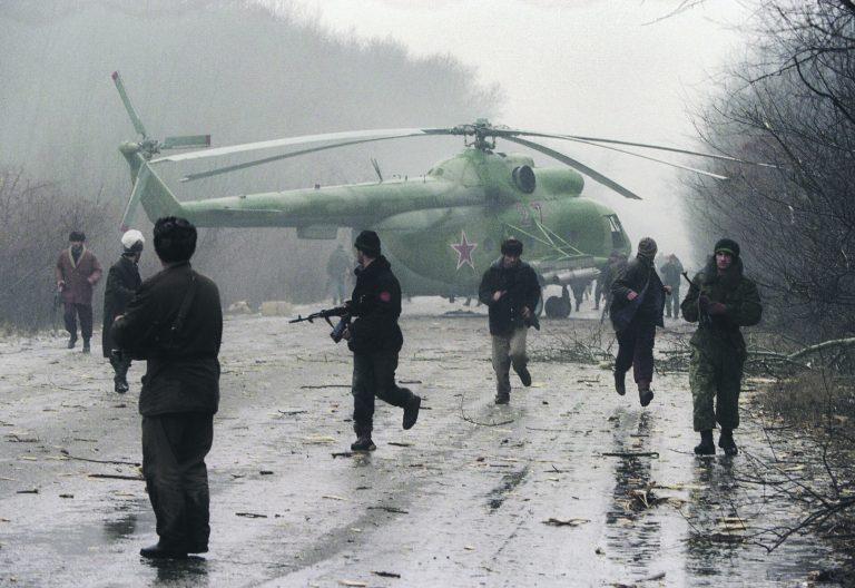 Tšetšeenia sõja algus, kus tšetšeenid olid 14. detsembril 1994 alla tulistanud Vene helikopteri. Esimene Tšetšeenia sõda kestis veel ligi kaks aastat.