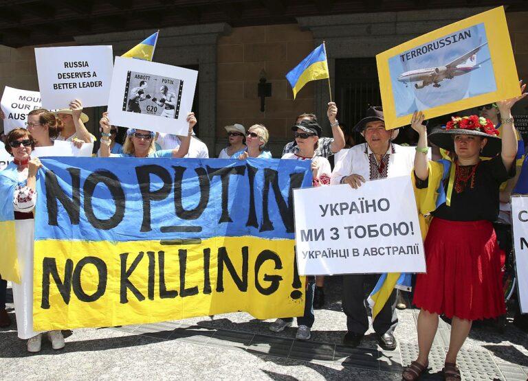 Vene-vastased avaldasid Austraalias Brisbane'is G-20 kohtumise ajal meelt Ukrainas alla tulistatud Malaysia Airlinesi lennu MH17 tõttu. Malaisia reisilennuki allalaskmine juulis ja 296 hukkunut ning nende hulgas palju lääneriikide kodanikke tõi Ukraina sõja lääne ühiskondade teadvusse.