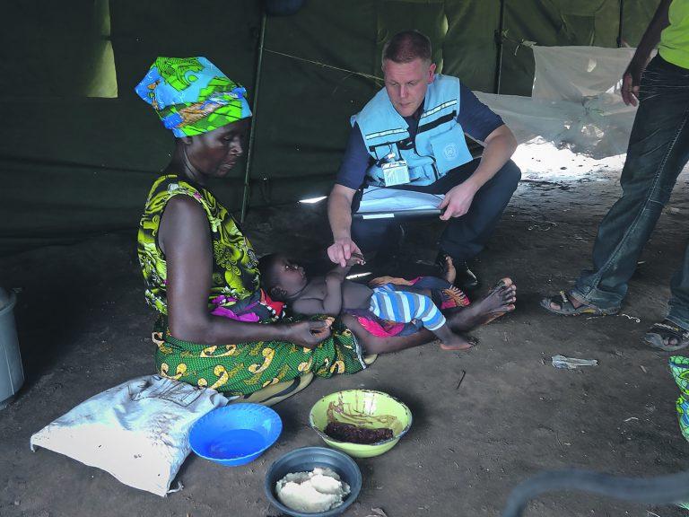 Soome UNDACi liige Kimmo Tuominen kaardistamas malaaria levikut Malawil.