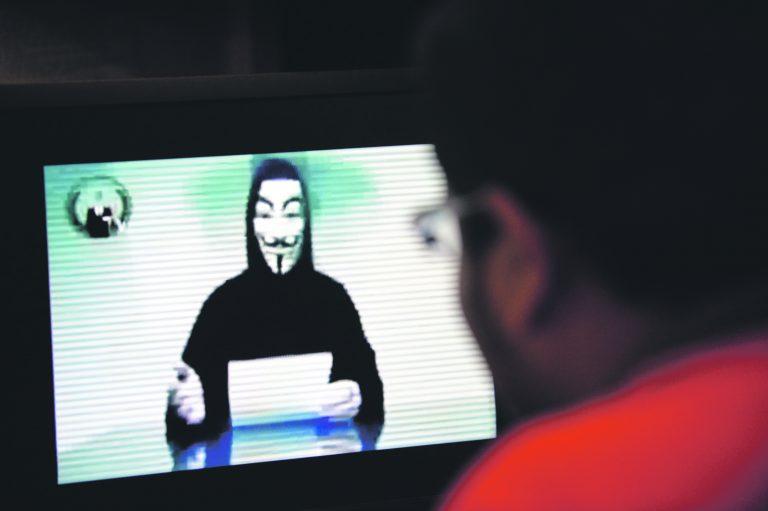 Üks aktiivseimaid rühmitusi küberruumis on Anonymous, mis on rünnanud mitmete riikide ja organisatsioonide veebilehekülgi.
