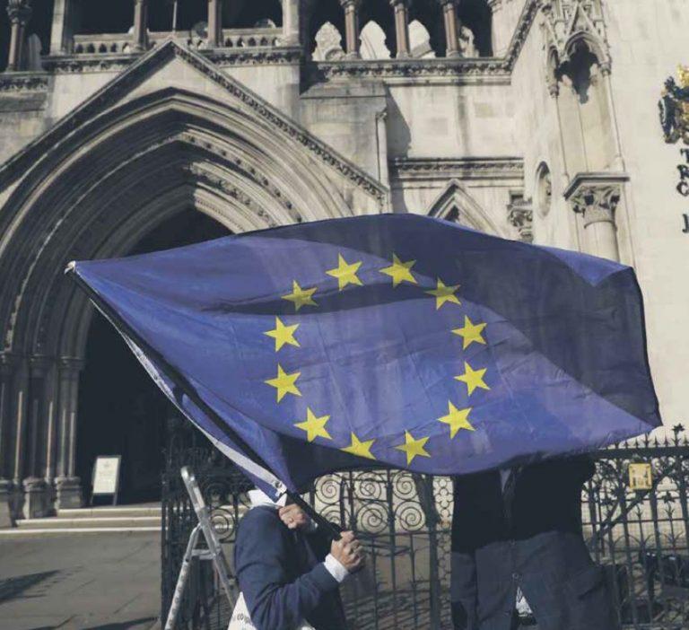 Brexit on tekitanud elavaid debatte nii Ühendkuningriigis kui ka mujal maailmas ja pannud küsima Euroopa Liidu tuleviku üle. Pildil on ELi pooldajad Londonis Briti Kõrge Kohtu ees.