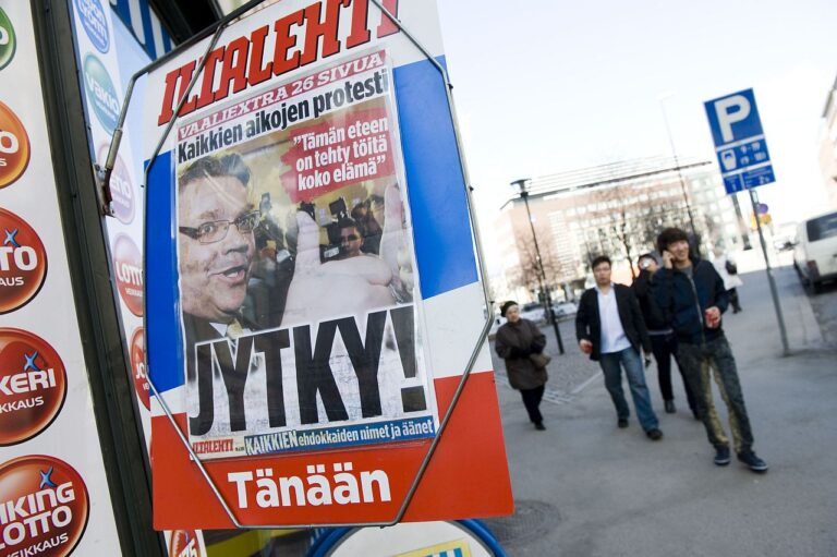 Ajalehe Iltalehti esikaas päev pärast Soome poliitikamaastikku muutnud parlamendivalimisi aprillis 2011, kui natsionalistlikku põlissoomlaste parteid saatis suur edu.