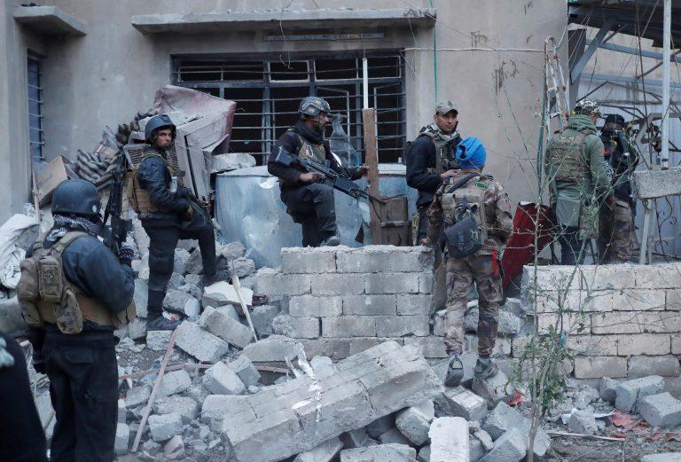 Mosulis käivad praegu lahingud. Iraagi armee võitlejad läbi otsimas ISISe võitlejate maja.