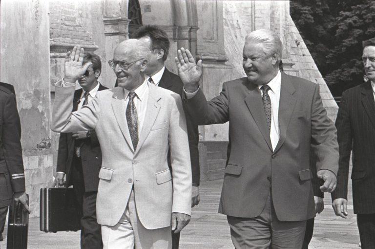 20. sajandi Eesti diplomaatia üheks sõlmpunktiks olid nn juulilepped 1994. aastal, mil Eesti president Lennart Meri ja Vene president Boriss Jeltsin allkirjastasid Moskvas Vene vägede väljaviimise lepingu Eestist.