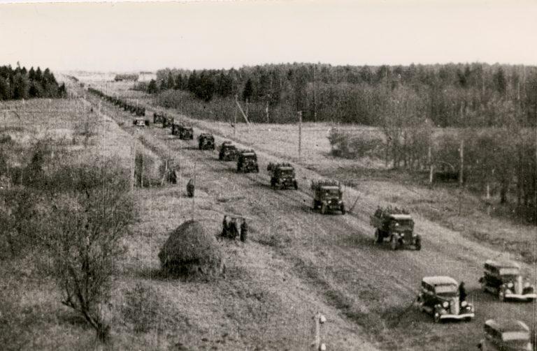 Nõukogude sõjaväelased sisenevad Eestisse 1939. aasta sügisel.