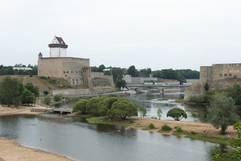 Narva linnus ja teisel pool Narva jõge asuv Ivangorodi linnus on olnud lääne ja slaavi-ortodoksi tsivilisatsiooni piiri sümboliks aastasadu.