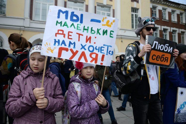Lastega demonstratsioon Novosibirskis selle aasta mais.