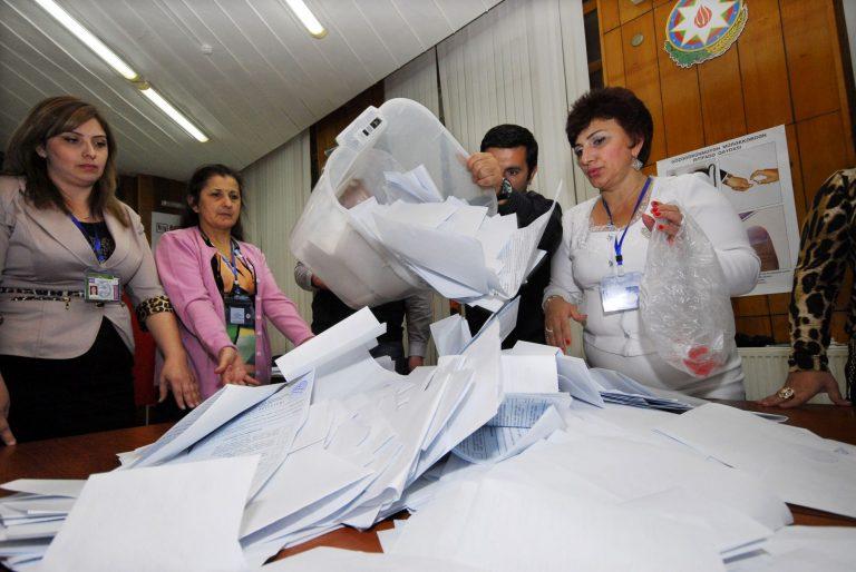 Aserbaidžaani presidendivalimised 2013. aastal, mil oli kaaviaridiplomaatia kõrgaeg.