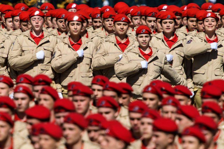 JunArmija liikmed valmistumas eelmise aasta võiduparaadiks Moskvas.
