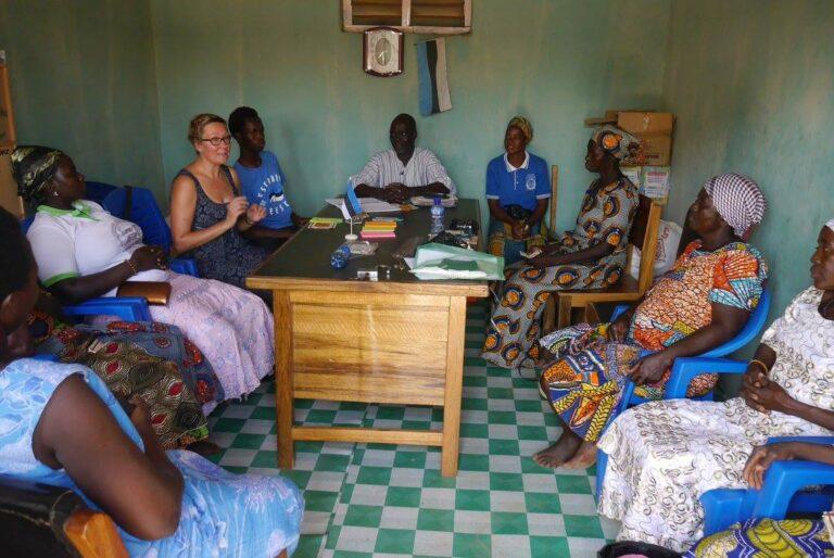 Pilguheit MTÜ Mondo tegemistesse Kongo külas Ghanas novemberis 2015. Viimasel aastakümnel on Eesti Vabariigi suhted Aafrikaga tõusnud aina rohkem avalikkuse tähelepanu keskmesse teiste seas tänu maailmahariduse, arengukoostöö ja humanitaarabi organisatsiooni MTÜ Mondo tegevusele Ugandas, Keenias ja Ghanas.
