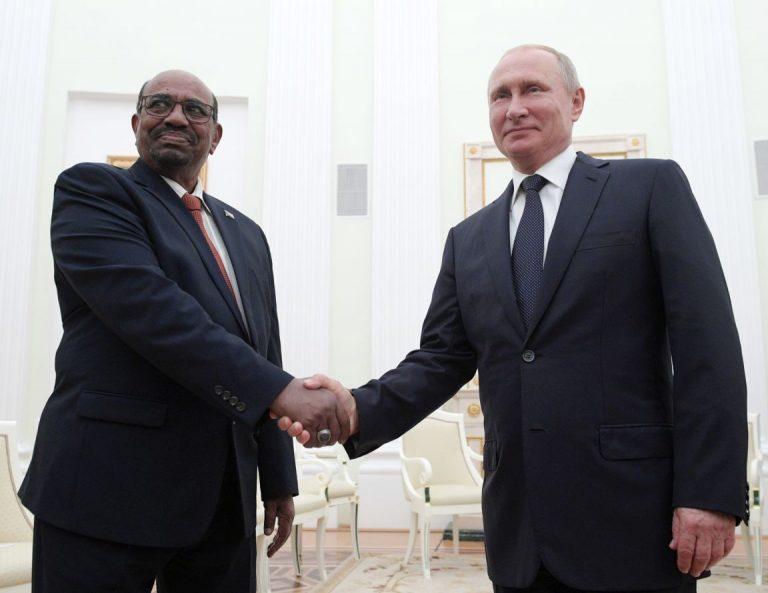 Sudaani president Umar al-Bashir eelmisel kuul sõbralikult kohtumas Venemaa presidendi Vladimir Putiniga.
