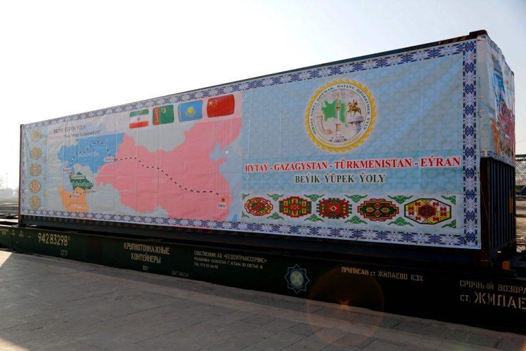 2016. aastal saabus esimene rong Hiinast Iraani. Pildil Teheranis olev konteiner. Ka Iraan on osa Hiina kavandatud uuest Siiditeest.