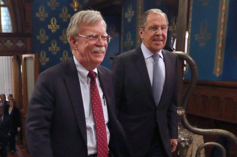USA riikliku julgeoleku nõunik John Bolton ja Vene välisminister Sergei Lavrov Moskvas. Bolton võeti vastu vaatamata sellele, et paar päeva varem oli USA lahti öelnud INF-lepingust.