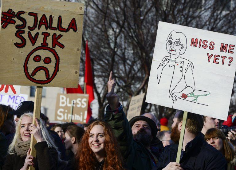 Island ei ole jäänud korruptsiooniskandaalidest puutumata. Islandlased protestimas aprillis peaminister Sigmundur Gunnlaugssoni vastu, keda Panama paberite skandaal seostas korruptsiooniga.