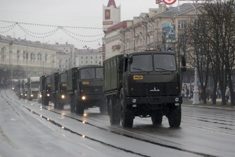 Valgevene võimude jõudemonstratsioon Minskis märtsis. Jõuvõtted opositsiooni vastu on tavalised, ometi pole Valgevene Põhja-Korea sugune totalitaarriik.