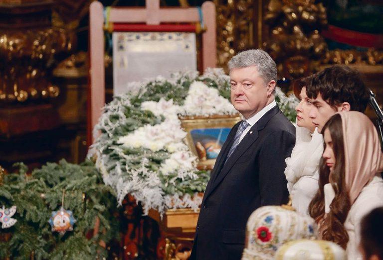 Ukraina president Petro Porošenko tomose saabumisel ja jumalateenistusel Kiievi Püha Sofia katedraalis 7. jaanuaril 2019.