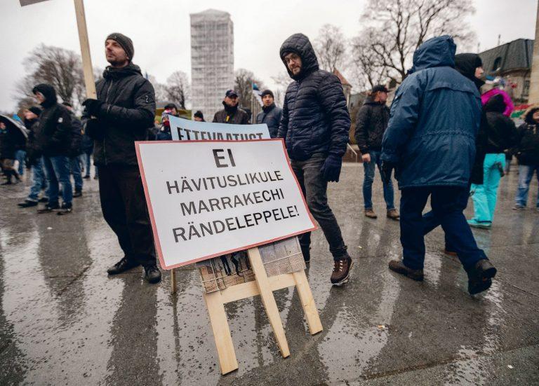 Eestis on ÜRO ränderaamistik leidnud avalikkuses negatiivset vastuvõttu. Pildil meeleavaldus rändeleppe vastu eelmise aasta detsembris Tallinnas.