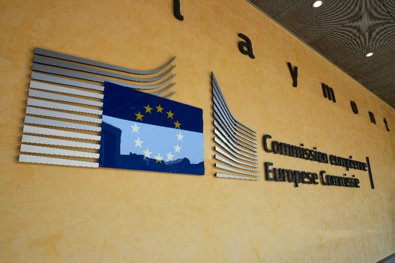 Euroopa Komisjon pole kaubanduskõnelustel pelgalt käsutäitja. Pildil Euroopa Komisjoni logo Berlaymonti hoonel Brüsselis.