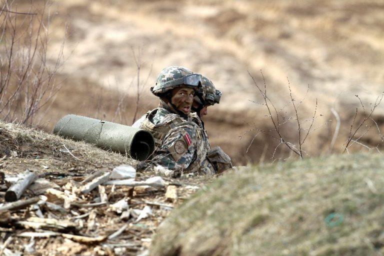 Läti sõdurid NATO õppustel. Autori sõnul võib just Läti professionaalsel armeel olla eelis professionaalsete ja mobiilsete üksuste rünnakul.