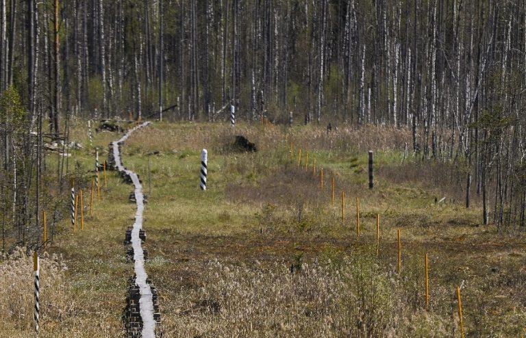 Eesti-Vene nn kontrolljoon Luhamaal koos piiririba laudteega.
