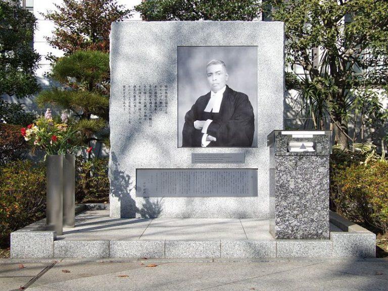 Radhabinod  Pali memoriaal Jaapanis Yasukuni pühamus, mille olemasolu tekitab senini poliitilisi pingeid.