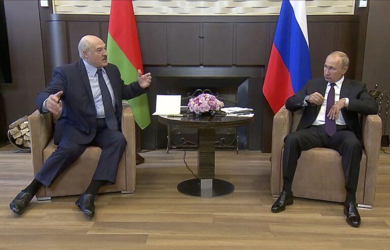 Valimisjärgselt puhkenud rahutustes on Valgevene presidendil Aljaksandr Lukašenkal ilmselt vähem mänguruumi suhetes Venemaaga. 14. septembril kohtus ta Sotšis oma Vene kolleegi Vladimir Putiniga.