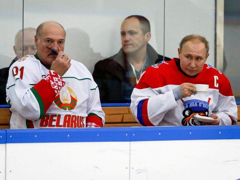 Valgevene president Aljaksandr Lukašenka ja Venemaa riigipea Vladimir Putin 2020. aasta veebruaris Sotšis hokimängu vaheajal.