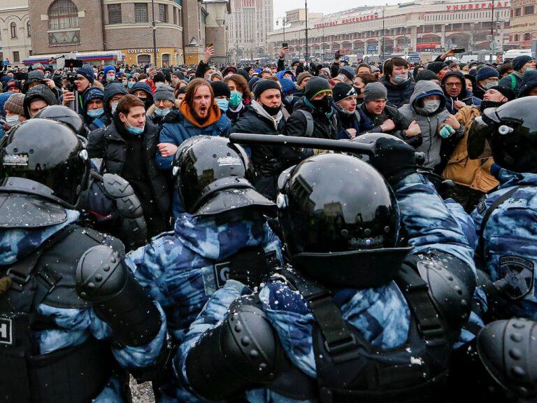 Eriüksuse OMON ja meeleavaldajate vastasseis 31. jaanuaril Moskvas.