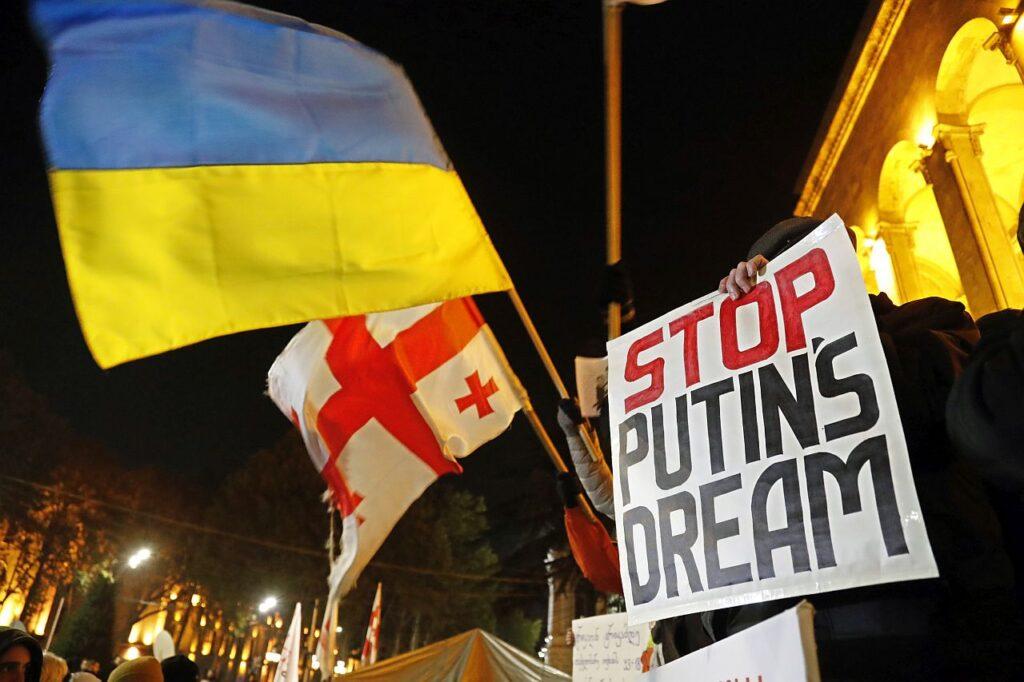 """""""Peata Putini unistus"""". 2019. aastal nõudsid Gruusia opositsiooni poolehoidjad meeleavaldusel erakorralisi valimisi. Pingeline poliitiline õhustik valitseb Gruusias siiani ning Venemaa kasutab olukorda ära oma mõjuvõimu suurendamiseks."""