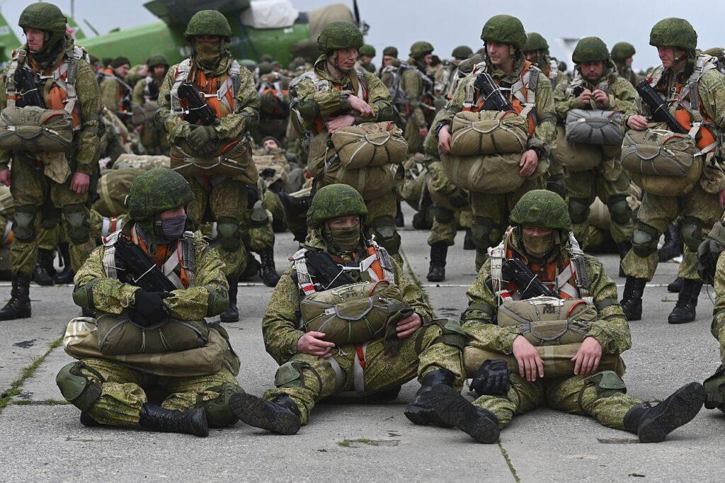 Selleks korraks tehtud. Venemaa langevarjurid ootasid aprilli lõpus pärast nn õppusi Ukraina piiri lähistel baasidesse naasmist.