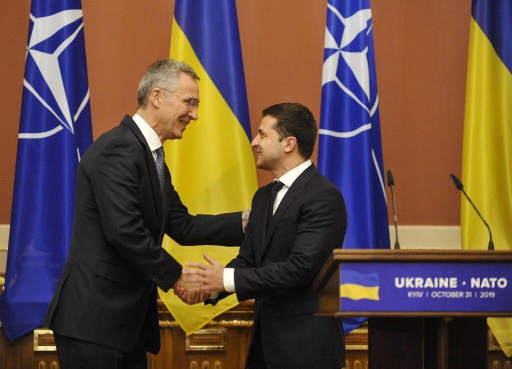 NATO peasekretär Jens Stoltenberg ja Ukraina president Volodõmõr Zelenskõi. Zelenskõi prioriteetide sekka on tõusnud Ukraina liikumine NATO suunas.