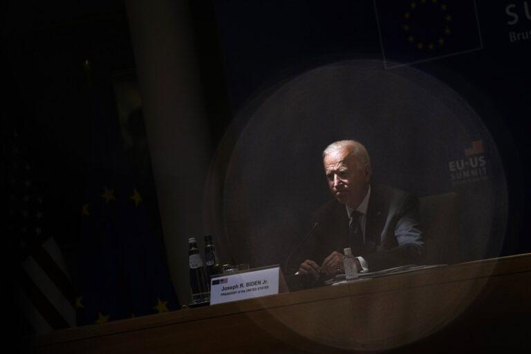 """USA president Joe Biden ELi-USA tippkohtumisel Brüsselis juunis 2021. """"Kergendades mõneti USA koormat Euroopa kaitsmisel, saab Bideni administratsioon senisest enam tegutsemisruumi demokraatia kaitsmiseks kodus,"""" leiab Constanze Stelzenmüller."""