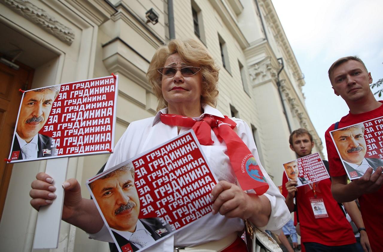 Puutumatud ei ole ka kommunistid. Kommunistliku partei toetajad kogunesid augusti algul Venemaa ülemkohtu ette, kui kohus arutas Pavel Grudinini üleriiklikust valimisnimekirjast eemaldamise otsuse apellatsiooni.